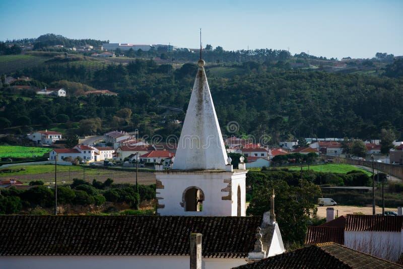 Vista da igreja da cidade de Obidos e do ` s de St Mary imagem de stock royalty free
