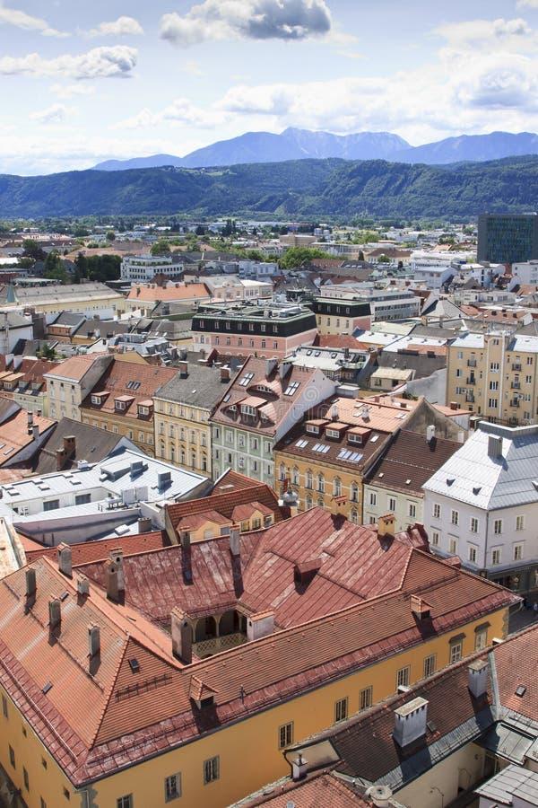 Vista da igreja do St Egyd sobre Klagenfurt fotografia de stock