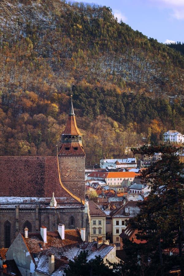 Vista da igreja preta no Brasov fotos de stock royalty free