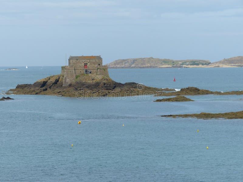 Vista da ilha do nacional do forte de Saint Malo Brittany, France fotografia de stock royalty free