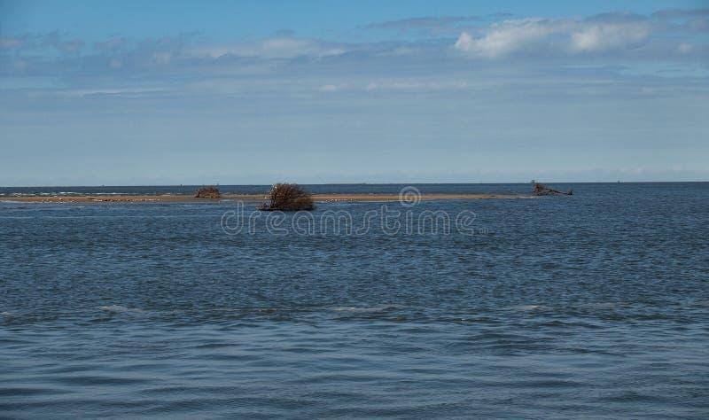 Vista da ilha pequena do Hatteras ? balsa de Ocracoke fotos de stock royalty free