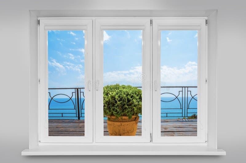 vista da janela no mar imagem de stock royalty free