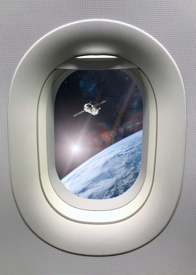 Vista da janela da vigia no lançamento da nave espacial no espaço Elementos desta imagem fornecidos pela NASA fotografia de stock