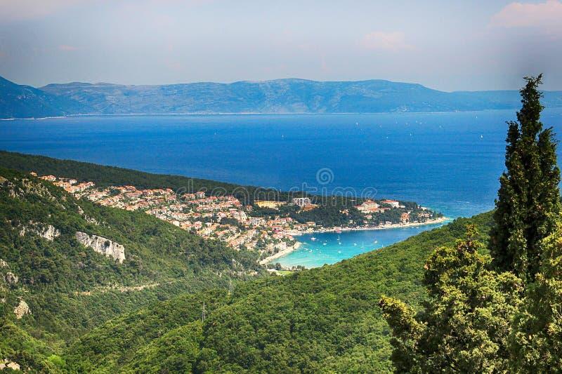Vista da Labin alla baia di Kvarner e di Rabac, Istria, Croazia fotografia stock libera da diritti