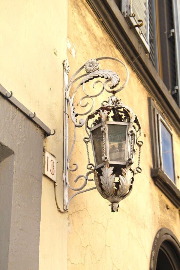 Vista da lanterna bonita da cidade imagem de stock