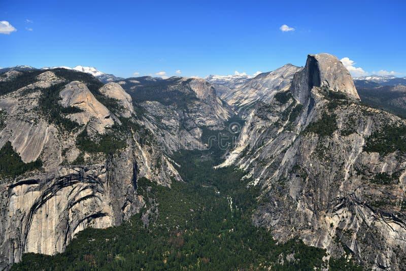Vista da meia abóbada no parque nacional de Yosemite, Califórnia fotografia de stock