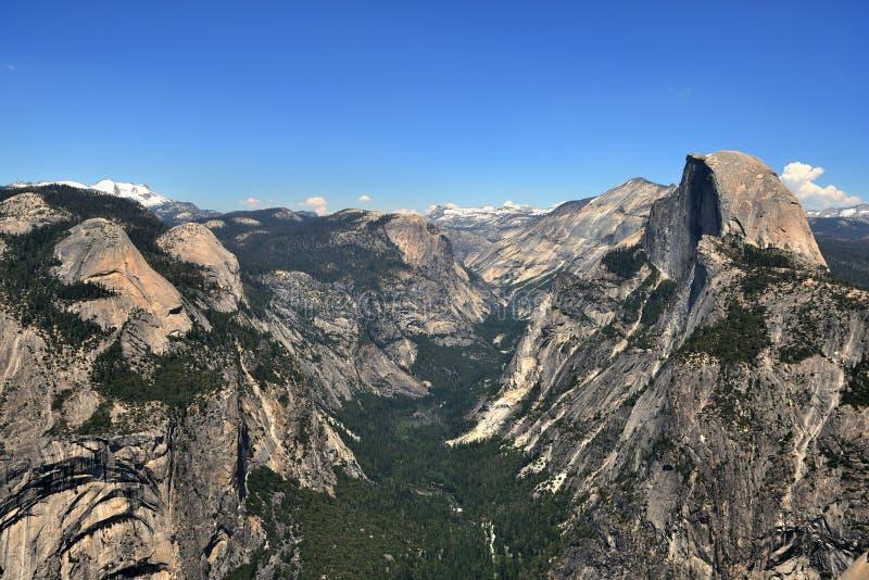 Vista da meia abóbada no parque nacional de Yosemite, Califórnia foto de stock