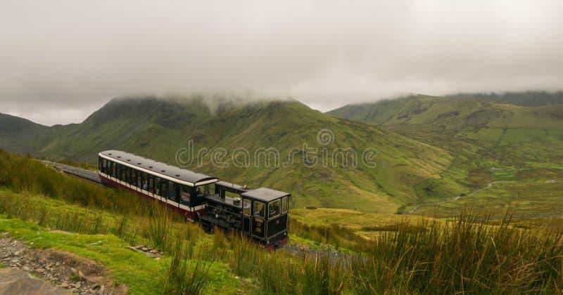 Vista da montagem Snowdon, Snowdonia, Gwynedd, Gales, Reino Unido - olhando norte para Llyn Padarn e Llanberis, com imagens de stock royalty free