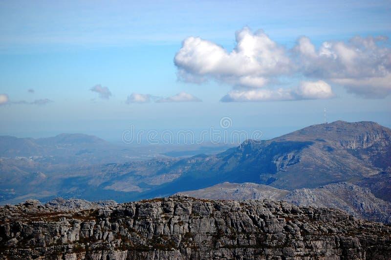 Vista da montanha, da África do Sul, do Cape Town, das rochas e das nuvens da tabela imagem de stock
