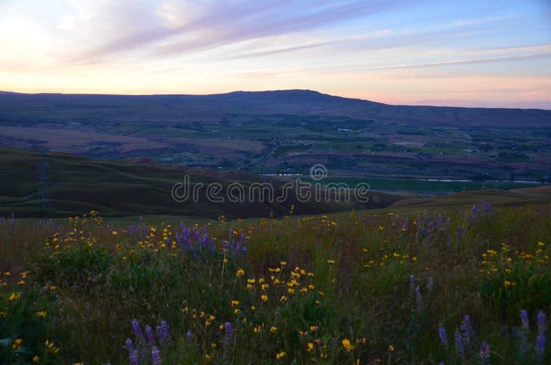 Vista da montanha do cascavel dos montes do céu do cavalo imagens de stock