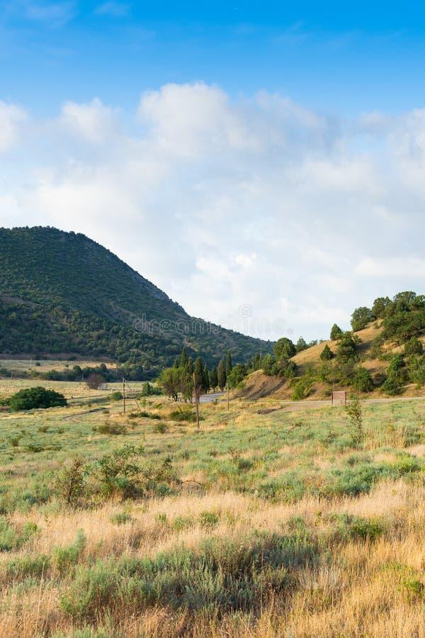 Vista da montanha e da estrada imagens de stock