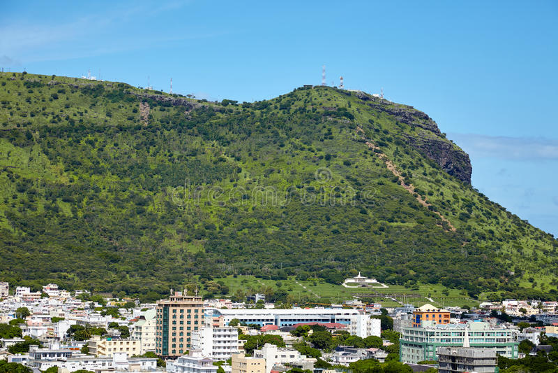 Vista da montanha perto da cidade de Port Louis foto de stock royalty free