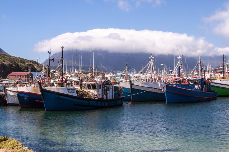 Vista da montanha da tabela nas nuvens e no Cape Town, África do Sul fotografia de stock royalty free