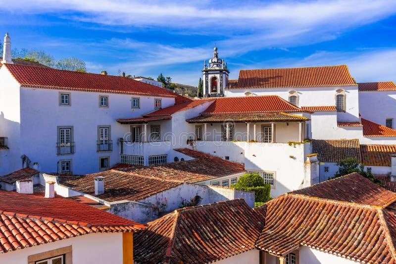 Vista da parede da cidade da vila bonita de Obidos imagens de stock