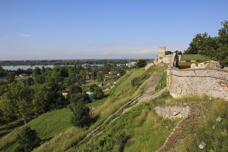 Vista da parede da fortaleza da fortaleza de Kalemegdan, Belgrado serbia imagem de stock