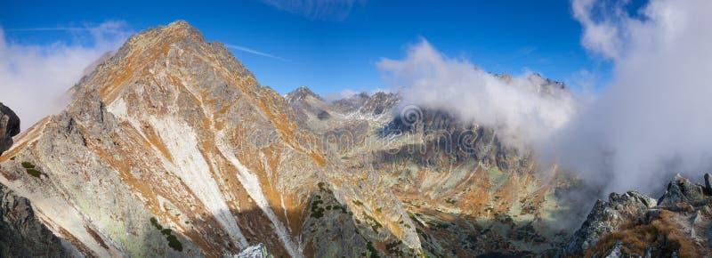 Vista da parte superior da montanha no Tatras alto, Eslováquia fotografia de stock