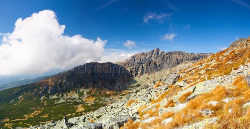 Vista da parte superior da montanha no Tatras alto, Eslováquia foto de stock