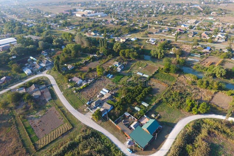Vista da parte superior da vila Casas e jardins Countrysid fotografia de stock royalty free