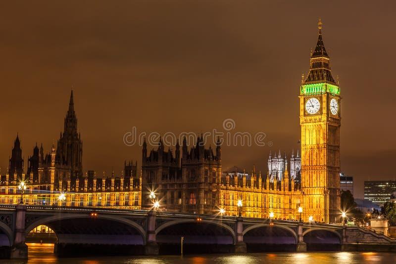 Vista da ponte de Westminster no coração de Londres fotos de stock