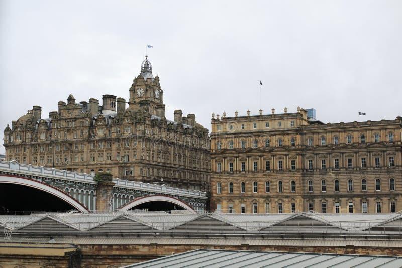 Vista da ponte norte, da ponte, e da cidade velha em Edimburgo Escócia fotos de stock royalty free