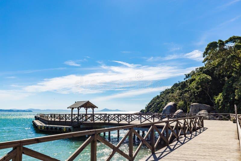 Vista da praia de Laranjeiras, Balneario Camboriu Santa Catarina fotografia de stock royalty free