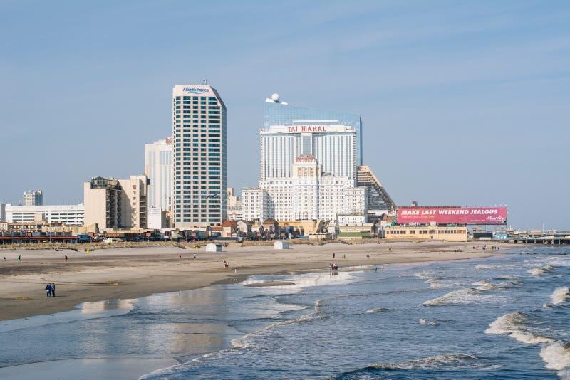 Vista da praia e das constru??es em Atlantic City, New-jersey imagem de stock royalty free