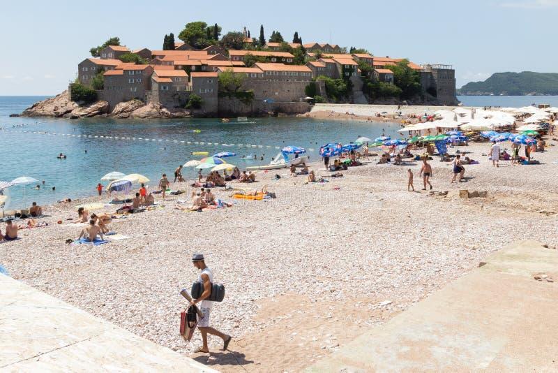 Vista da praia perto do St famoso pitoresco Stephen Island em um dia de verão ensolarado foto de stock royalty free