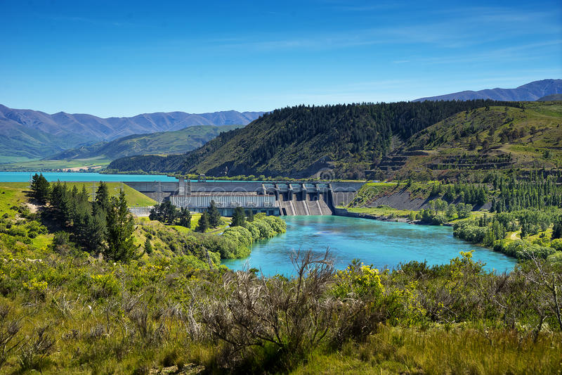 Vista da represa de Aviemore, rio de Waitaki fotografia de stock royalty free