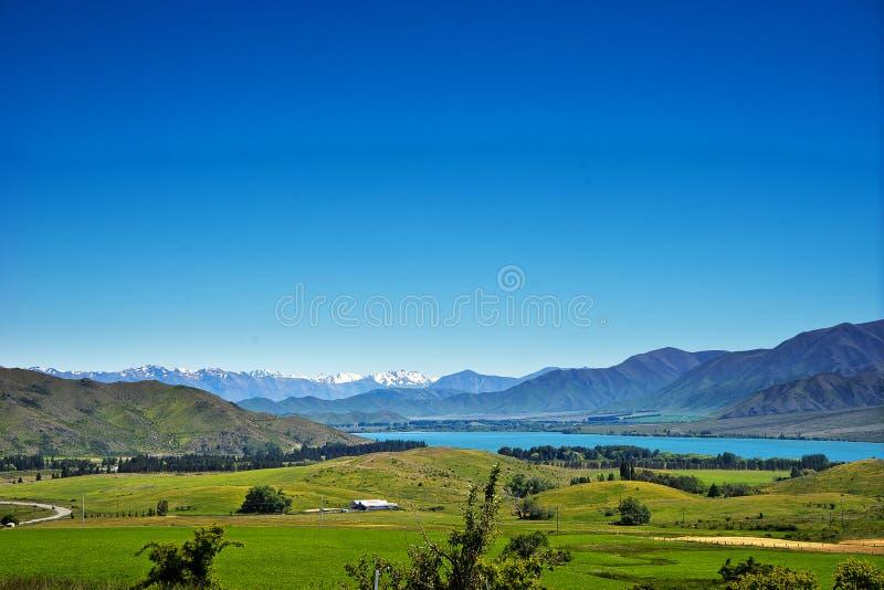 Vista da represa de Aviemore, rio de Waitaki foto de stock
