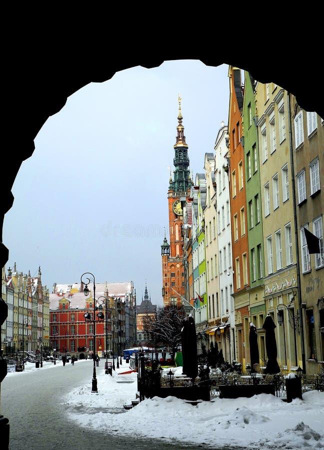 Vista da rua central na cidade de Gdansk no tempo de inverno imagem de stock royalty free