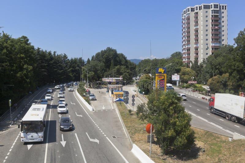 Vista da rua de Lenin e de Norci-transporte dos postos de gasolina no pagamento Adler do recurso, Sochi imagens de stock