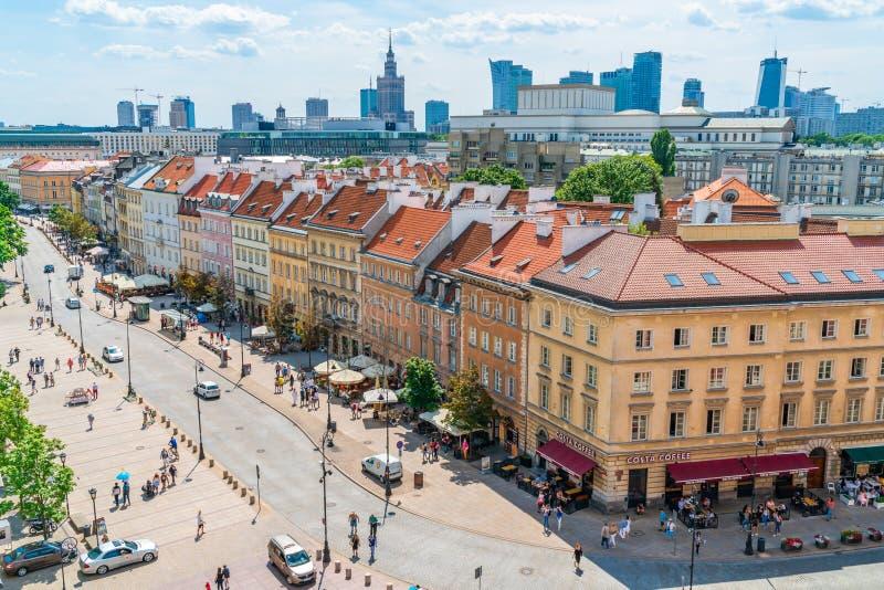 Vista da rua de Nowy ?wiat, Varsóvia, Polônia imagem de stock