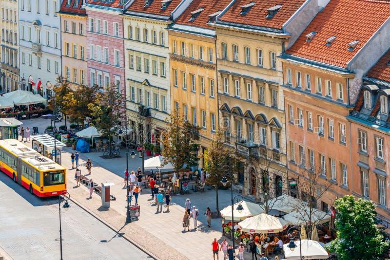 Vista da rua de Nowy ?wiat, Varsóvia, Polônia imagens de stock royalty free