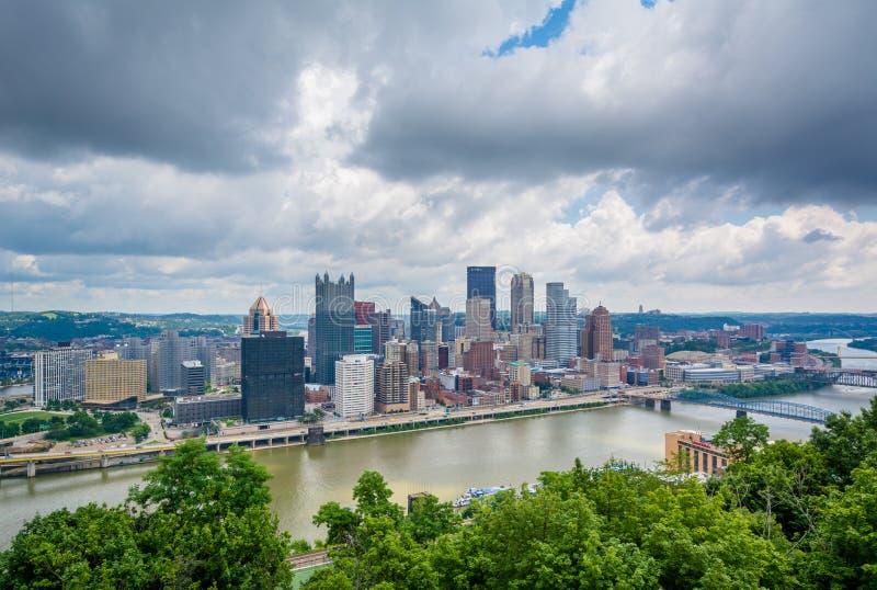 Vista da skyline de Pittsburgh e do rio de Monongahela, da montagem Washington, Pittsburgh, Pensilv?nia imagem de stock