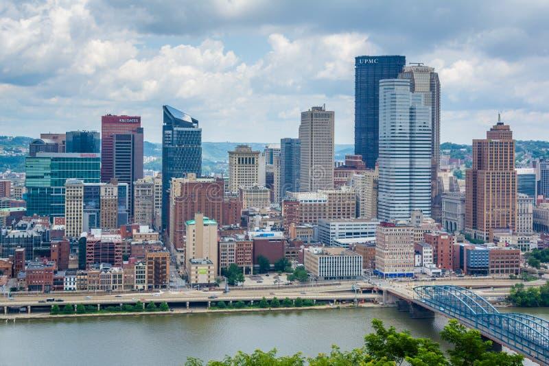 Vista da skyline de Pittsburgh e do rio de Monongahela, da montagem Washington, Pittsburgh, Pensilv?nia fotografia de stock