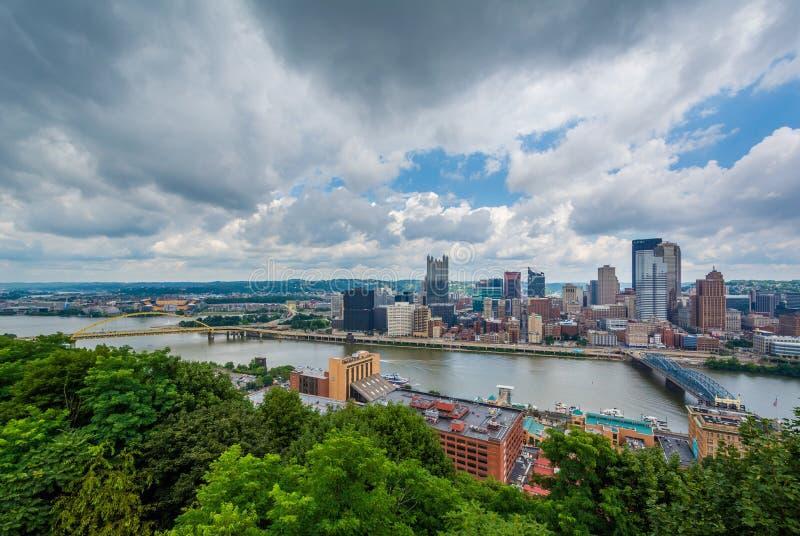 Vista da skyline de Pittsburgh e do rio de Monongahela, da montagem Washington, Pittsburgh, Pensilv?nia fotos de stock