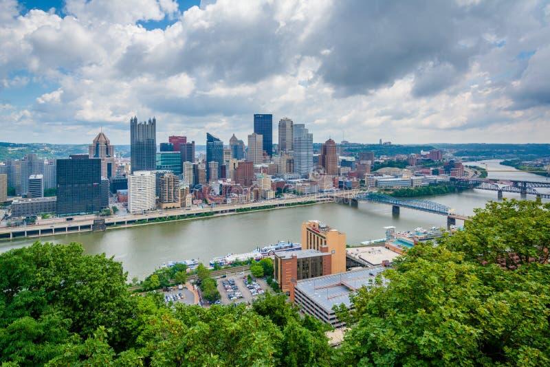 Vista da skyline de Pittsburgh e do rio de Monongahela, da montagem Washington, Pittsburgh, Pensilv?nia imagens de stock