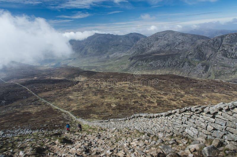 Vista da Slieve Donard, il più alta collina dell'Irlanda del Nord immagine stock libera da diritti
