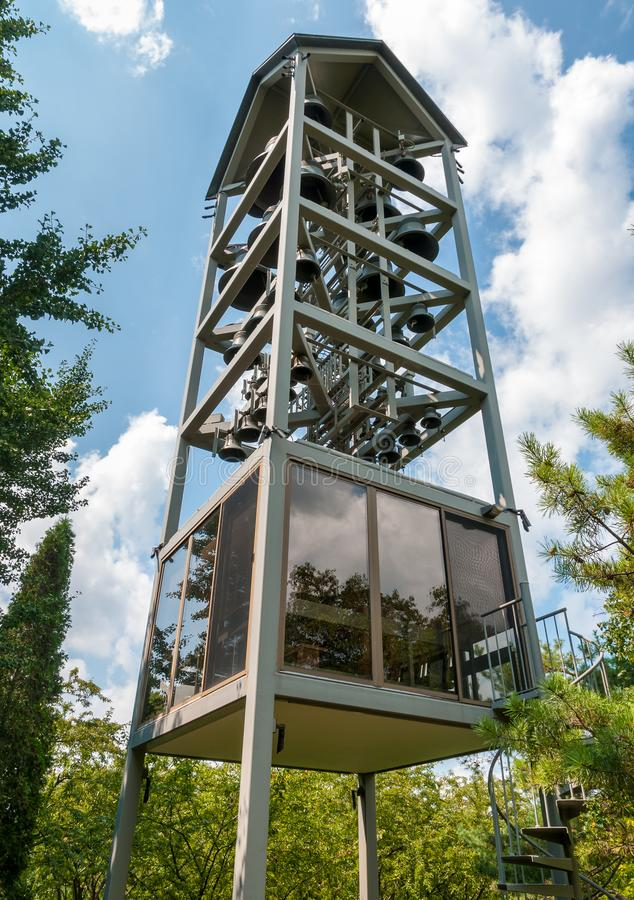 Vista da torre de Bell no jardim botânico de Chicago, Glencoe do carrilhão, EUA fotografia de stock