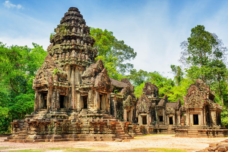 Vista da torre principal do templo antigo de Thommanon, Angkor, Camboja imagem de stock royalty free