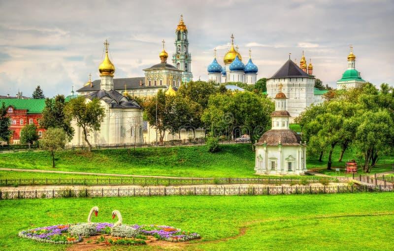 Vista da trindade Lavra de St Sergius - Sergiyev Posad, Russi imagens de stock