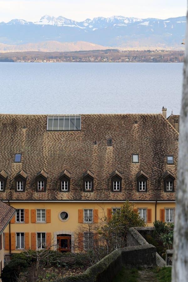Vista da una collina situata vicino al castello di Nyon fotografie stock
