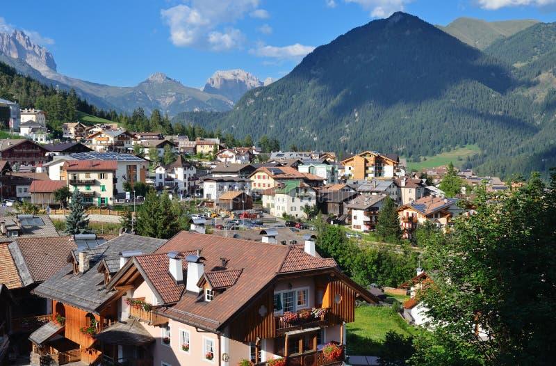 Download Vista da vila alpina imagem de stock. Imagem de recreação - 29834733