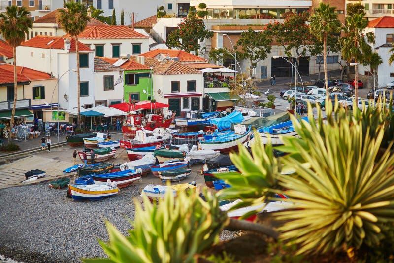 Vista da vila de Camara de Lobos, Madeira, Portugal fotografia de stock royalty free