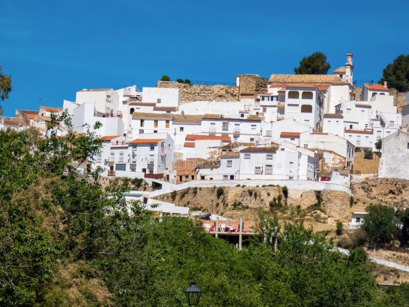 Vista da vila de Olvera, uma das vilas brancas bonitas da Andaluzia, Espanha foto de stock royalty free