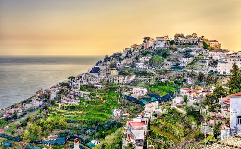 Vista da vila de Ravello na costa de Amalfi imagem de stock