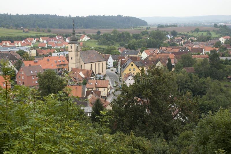 Vista da vila e de terra circunvizinha imagem de stock