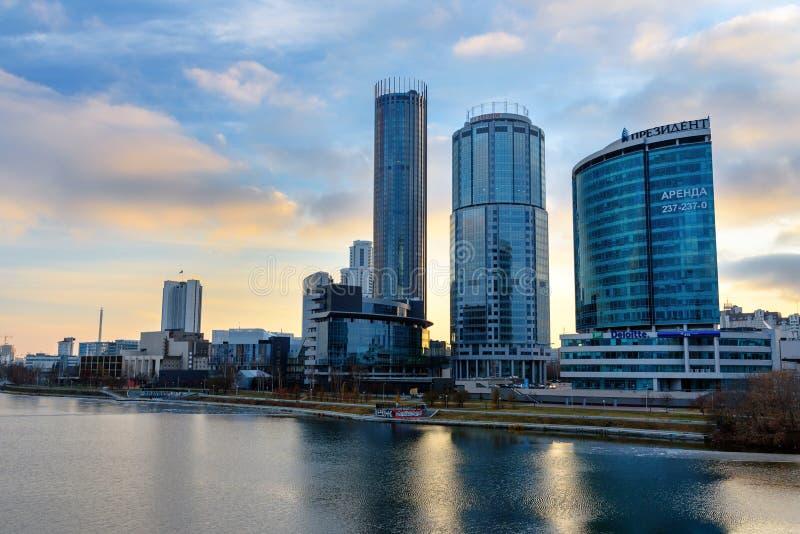 Vista da Yekaterinburg-cidade no por do sol Rússia fotos de stock