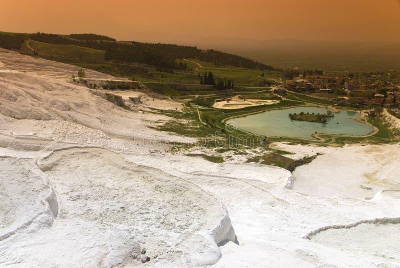 Download Vista Dai Terrazzi Del Travertino In Vista Di Pamukkale Fotografia Stock - Immagine di geologico, calcio: 56883214