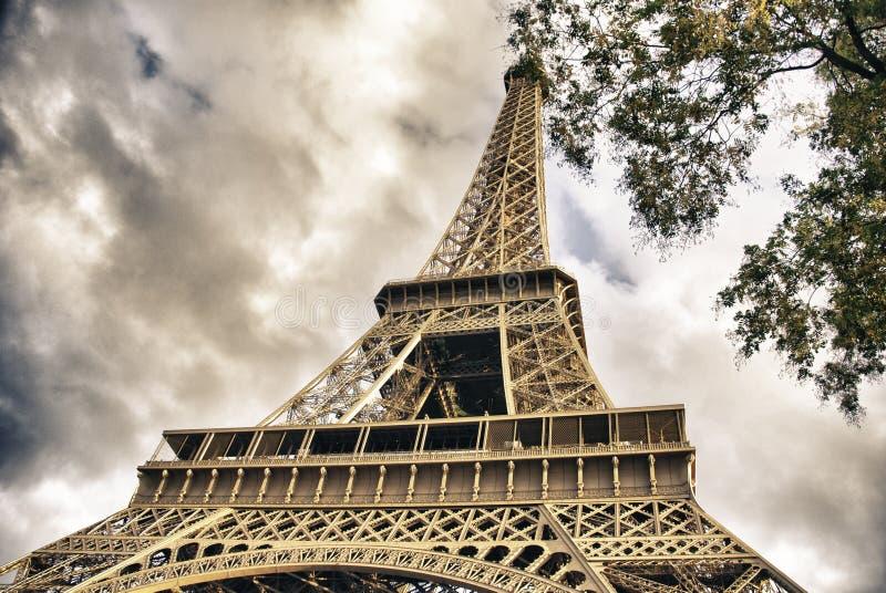 Vista dal basso del giro Eiffel immagini stock libere da diritti
